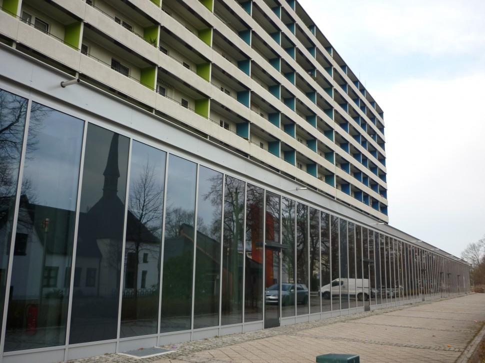 Die moderne Außenfassade auf dem von der Altstadt zur Neustadt (Quelle: Andrea Prittmann)